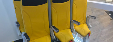 El brutal futuro de los asientos de avión: casi de pie y a escasos centímetros de distancia