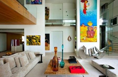 Puertas abiertas: una casa con color en Malibú