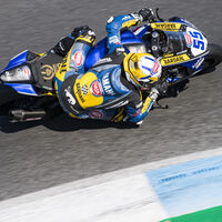 Andrea Locatelli celebra su ascenso a Superbikes con Yamaha ganando también en Estoril