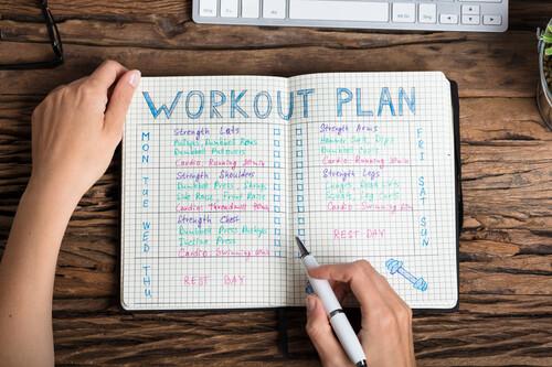 Cuatro claves para crearte una rutina de entrenamiento (y no dejarla en dos semanas) al empezar el año