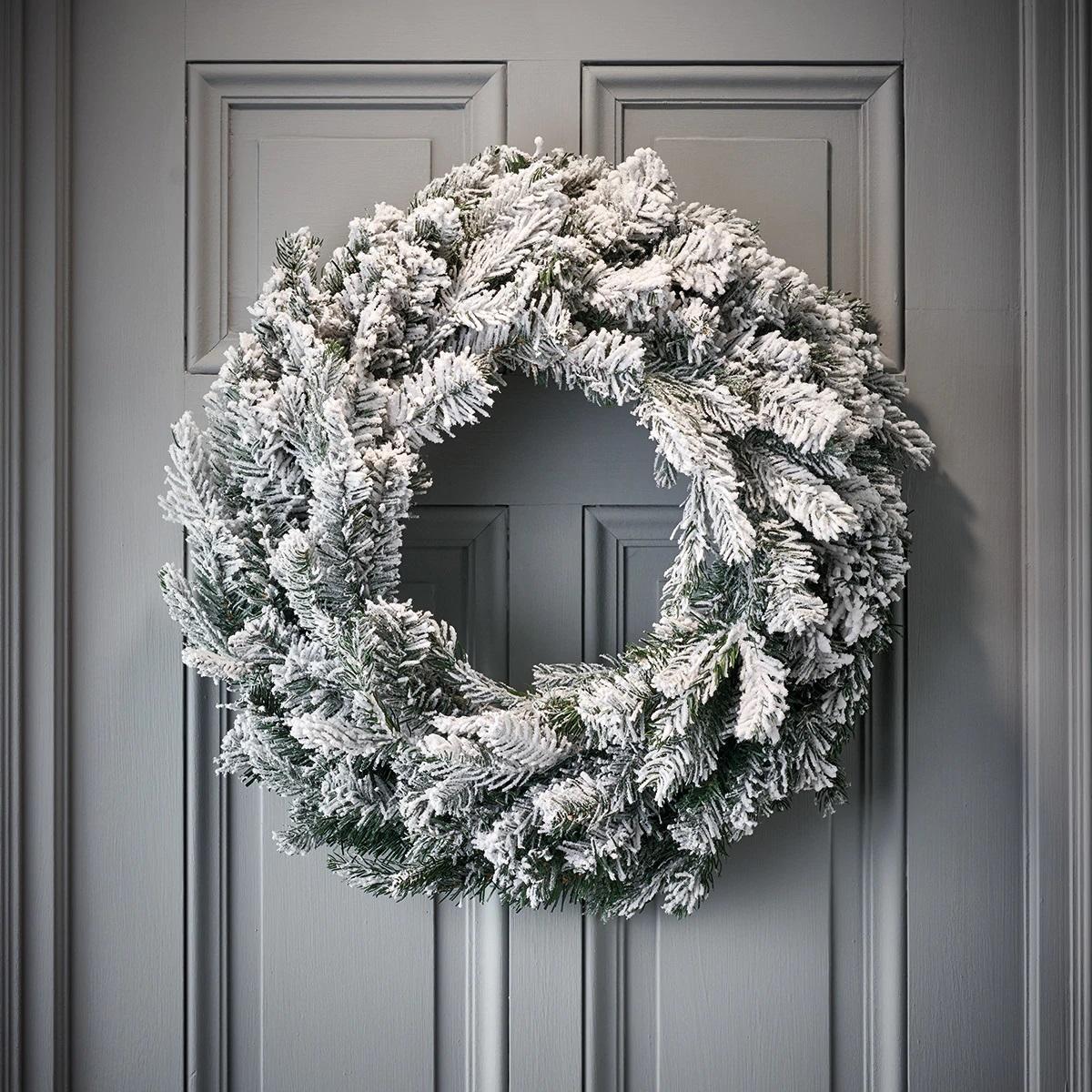 Corona de Navidad nevada