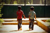 ¿En quien confían los niños cuándo van solos por la calle?