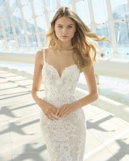 Vestidos de novia de escote corazón: un clásico que nunca falla y de los que te enamorarás a primera vista