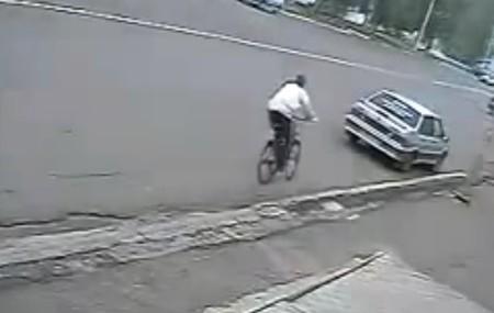 RuзуaPaзуФи™: El malvado Vladimir arrolla con su coche al bueno de Petró