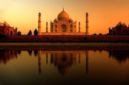 La contaminación decolora al Taj Mahal