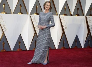 Elegancia y buen gusto de la mano de Charlotte Rampling en los Oscar 2016