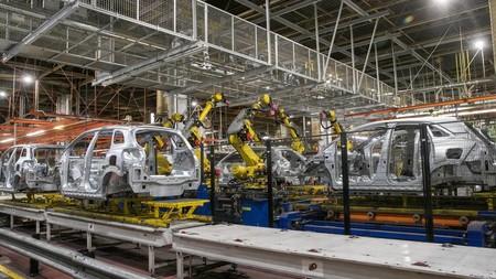 El cierre de las fábricas hundió la producción española de coches en abril un 97,5%, hasta las 4.451 unidades