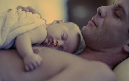 un bebe con quien debe estar es con alguno de sus padres