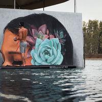 Las preciosas pinturas sobre mujeres que solo emergen cuando baja la marea