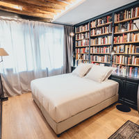 Dormir rodeado de libros en pleno barrio de Le Marais