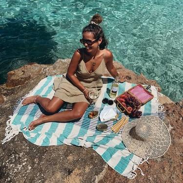 15 toallas pareo para triunfar en la playa este verano que puedes usar también de vestido o falda