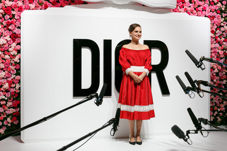 natalie portman estilismo look outfit dior