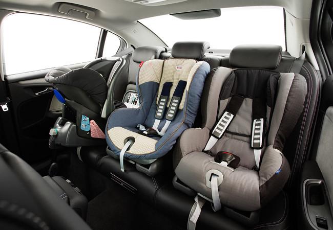 Seguridad activa y pasiva butacas asientos sillas para ni os for Silla para coche nino 4 anos