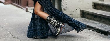 Las chicas de moda lo tienen claro: los vestidos largos se combinan con botas camperas