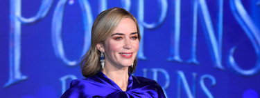 Emily Blunt deja su look de niñera y se viste de gala para la premiere de Mary Popppins en Londres