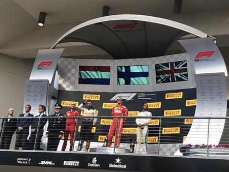 Kimi Raikkonen vuelve a ganar en un final de carrera con lucha a tres bandas en el GP de Estados Unidos
