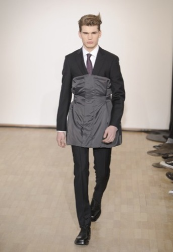 Raf Simons, Otoño-Invierno 2010/2011 en la Semana de la Moda de París. Trajes