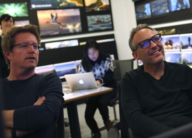 Andrew Stanton observa el proceso de animación