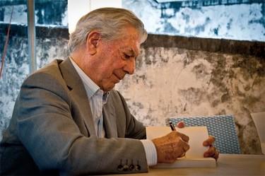 Huevos en honor a Vargas Llosa