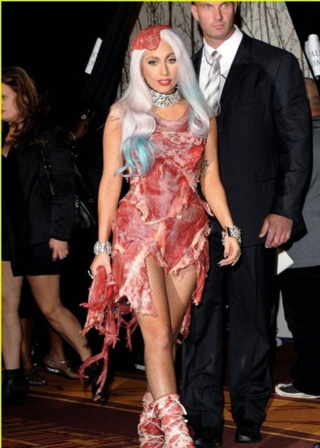 Lady Gaga, un trozo de carne en los MTV Video Awards y los looks del resto de invitadas al  festín.
