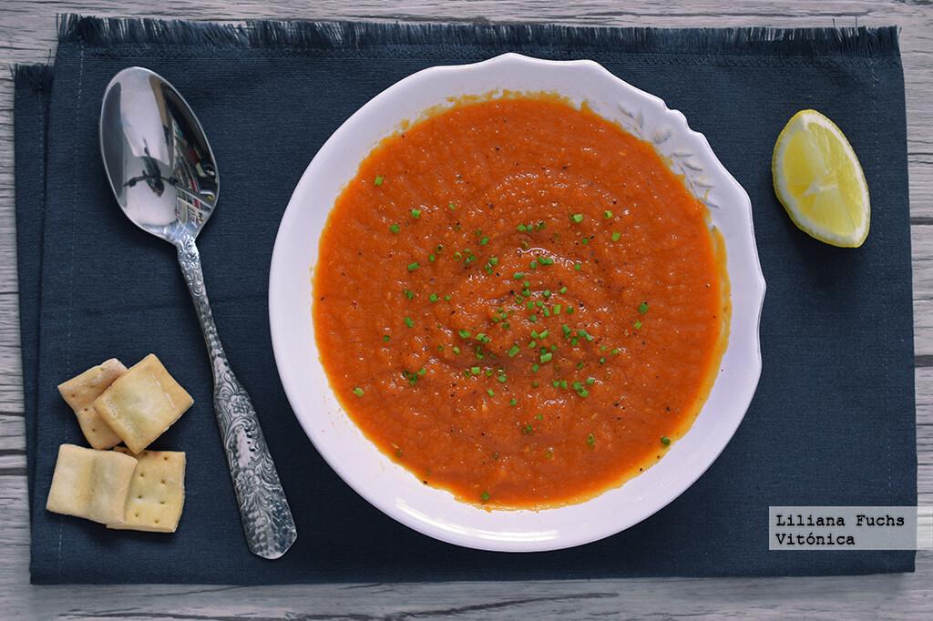 Crema de zanahorias y tomate. Receta saludable
