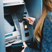 Morena propone prohibir la oferta automática de seguros y créditos en cajeros automáticos en México
