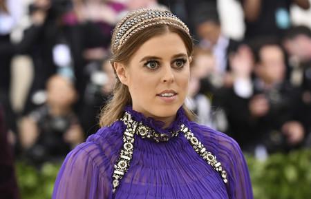 Gala MET 2018: La princesa Beatriz de York es absorbida por el morado de la temporada, buen look y mala actitud