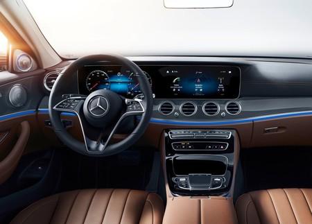Mercedes Benz E Class 2021 1600 25