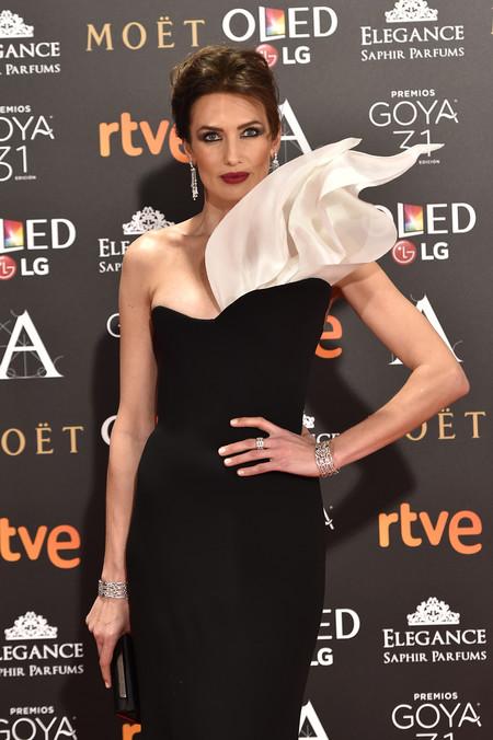 Nieves Álvarez rompedora con un espectacular Stephane Rolland en los Premios Goya 2017
