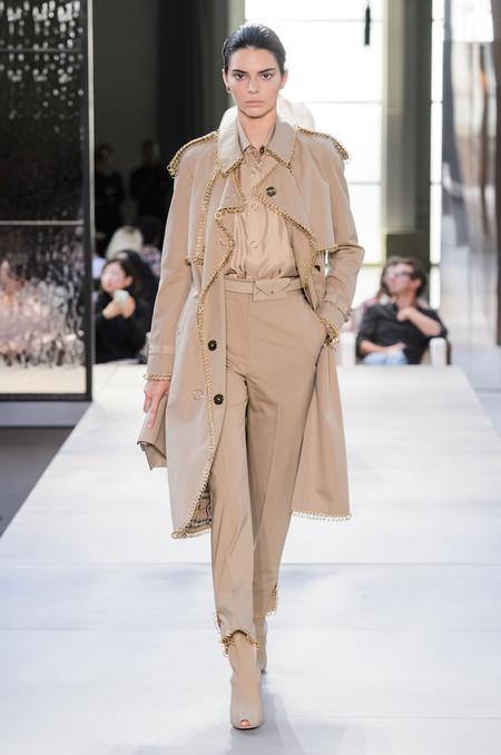 Kendall Jenner desfila para la primera colección de Riccardo Tisci en Burberry y abre una nueva etapa