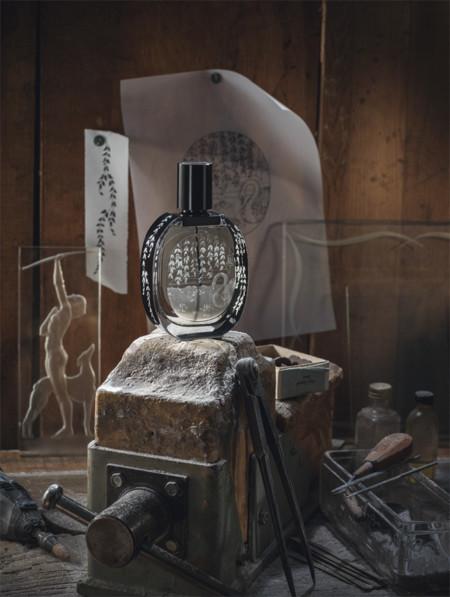 Estas Navidades, Diptyque envasa su fragancia L'Ombre dans L'Eau en un frasco de cristal grabado