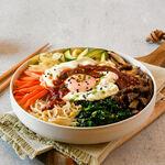 Receta de bibimbap coreano, el plato único de arroz, verduras, carne y huevo que se puede adaptar al gusto de cada cual