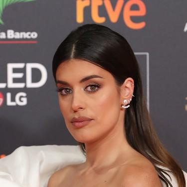 Dulceida vuelve a apostar por el blanco y no arriesga en la alfombra roja de los Premios Goya 2020