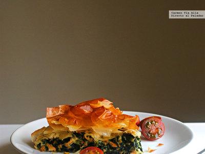 Tarta salada de salmón, espinacas y queso Gorgonzola: receta para lucirse sin despeinarse