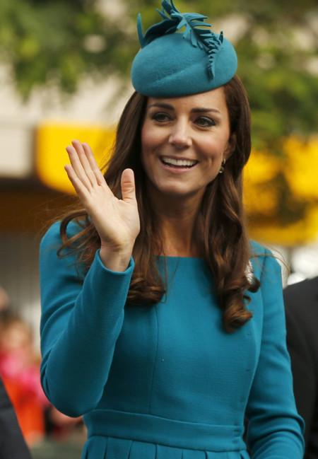 Kate Middleton apuesta por lo seguro, repite vestido cambiando de color