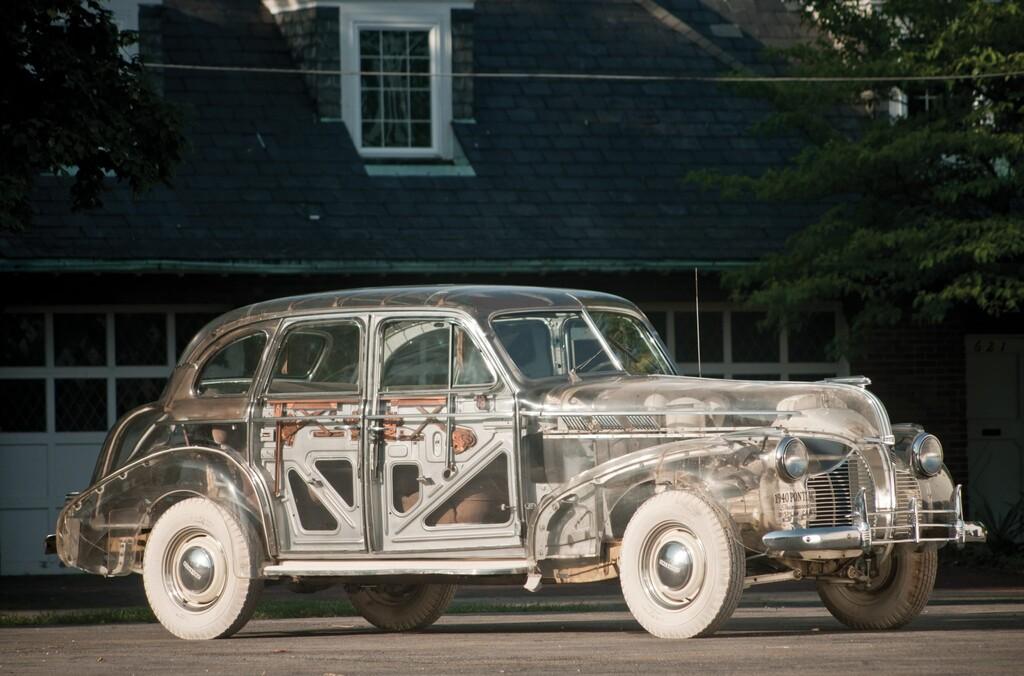 El día que Pontiac fabricó un coche transparente para promocionar el material del momento: el plexiglas
