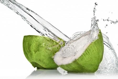Haz tus propias bebidas deportivas utilizando agua de coco