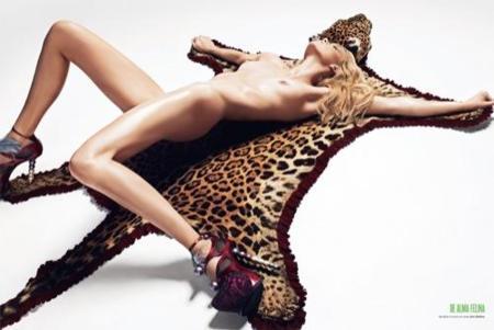Kirsten Dunst y Masha Novoselova las protagonistas del nuevo número de la revista V, desnudo