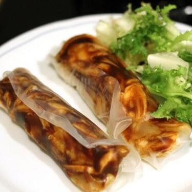 Receta de rollitos de pasta de arroz con pollo y salsa de pato
