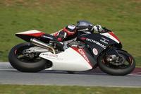 MotoGP Qatar 2010: Tomizawa pasa a la historia de Moto2 seguido de Álex Debón
