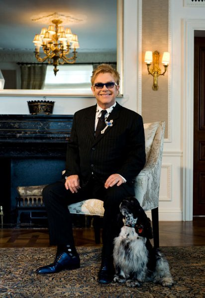 Boquitas de Piñón: Elton John, si te muerdes la lengua te envenenas