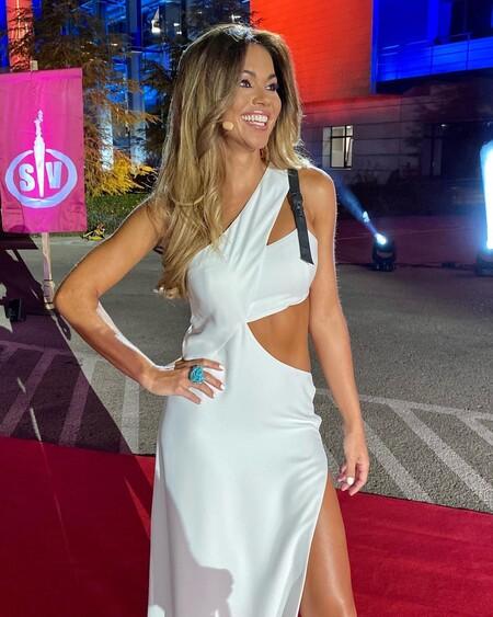 """Lara Álvarez luce así de sexy en la final de """"Supervivientes"""" 2021 con un vestido diseñado por ella misma"""