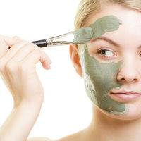Draping, contouring, strobing, sun stripping… Diccionario de tendencias en maquillaje para no perderse