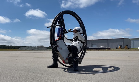 El monociclo más rápido del mundo es eléctrico y alcanza los 113 km/h, pero conducirlo está reservado a valientes