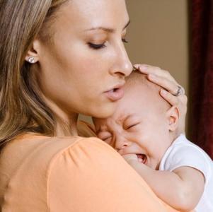 ¿Poner paracetamol en las encías del bebé para aliviar el dolor por la salida de los dientes?