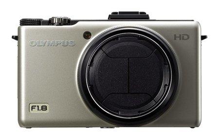 Olympus XZ-1 llega en plata y con nueva tapa automática