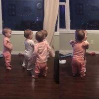 ¡Abrazos para todas! El precioso vídeo de unas cuatrillizas en un tierno intercambio de amor fraternal