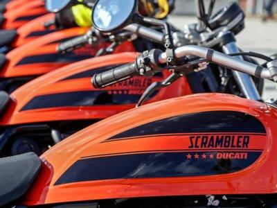 Y para acabar, el mar, mucho buen rollo y la Ducati Scrambler Sixty2 en nuestro vídeo resumen