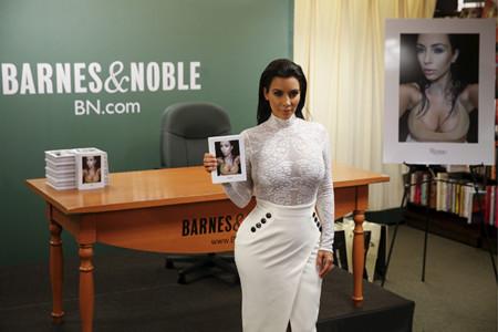 Kim Kardashian Promocion Libro Selfish 2