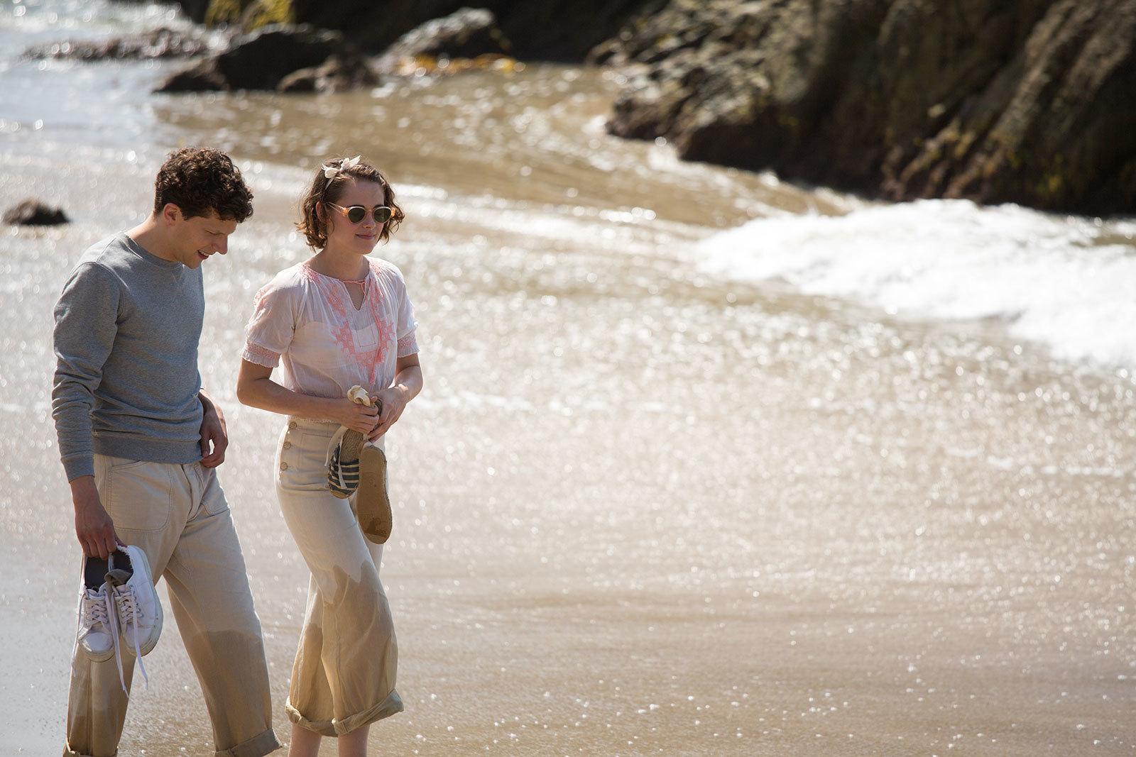Foto de Blake Lively y Kristen Stewart protagonistas del vestuario de Café Society. Enamórate con sus maravillosos looks (12/12)
